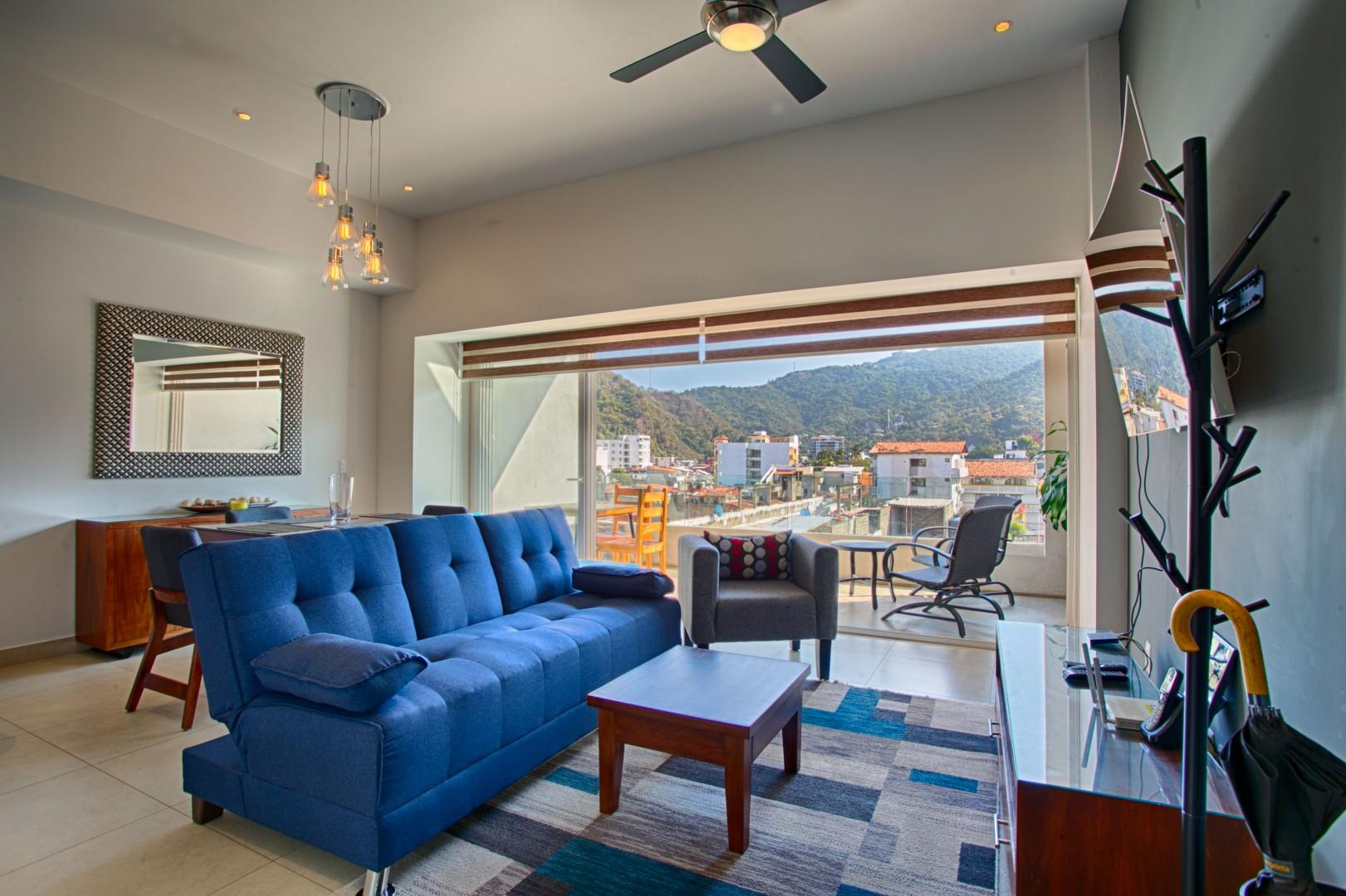 Mountain Views in Zona Romantica | Rooftop Pool, Jacuzzi, Gym