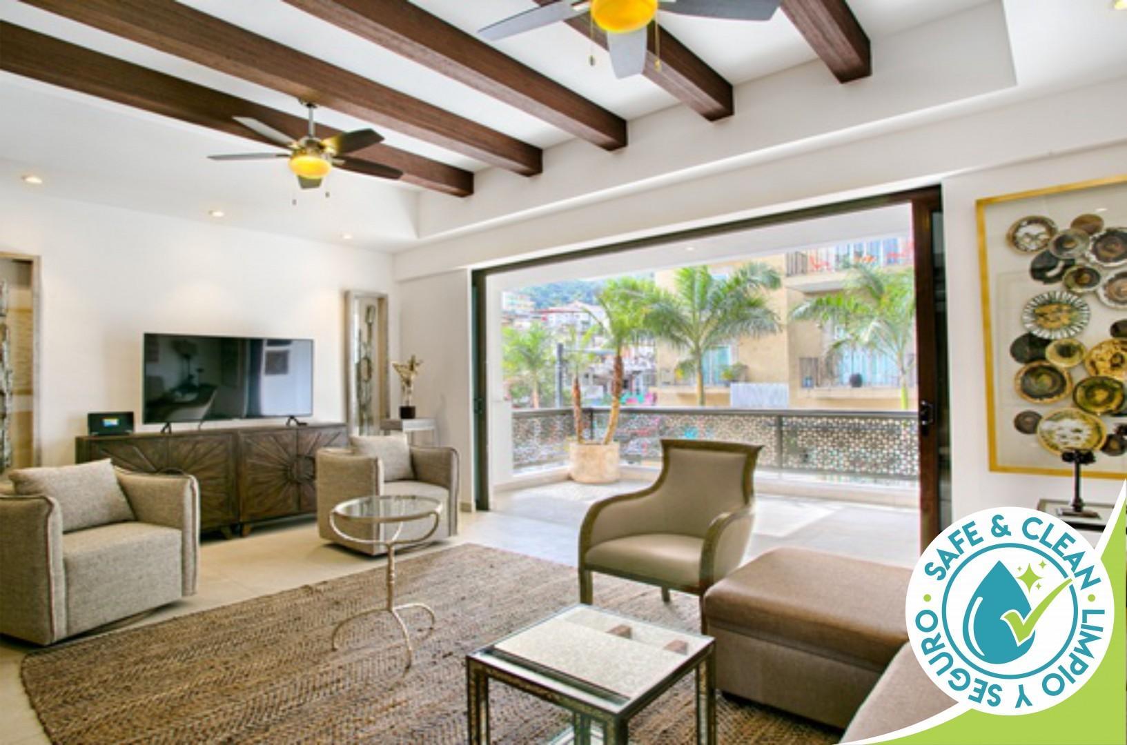 Luxury 2 Bdrm Condo, Walk to Everything in Zona Romantica | Pool, BBQ