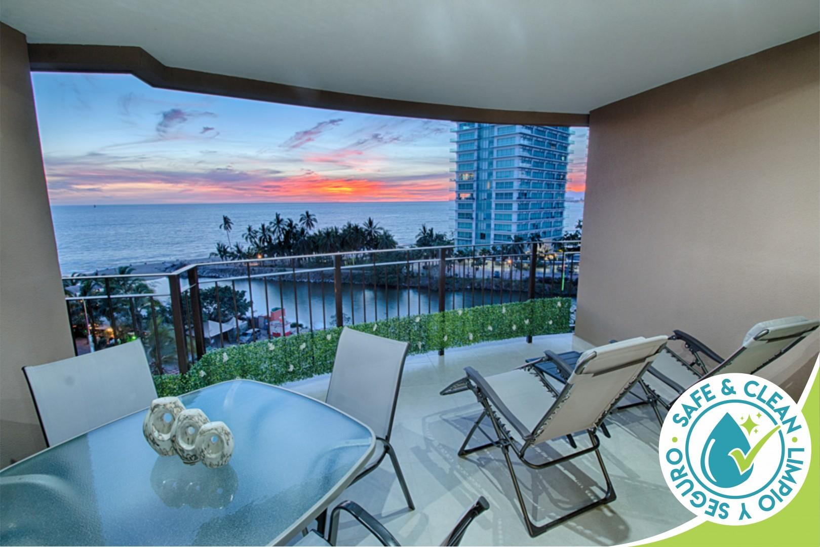 Beachfront Condo with Cable TV   Access to Pools, Gym, Tennis Court