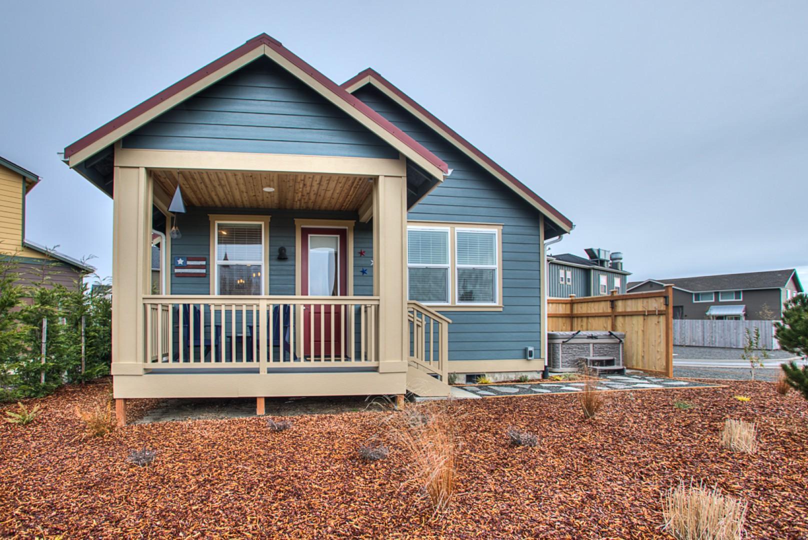 041 Sea Stars & Stripes Beach Cottage