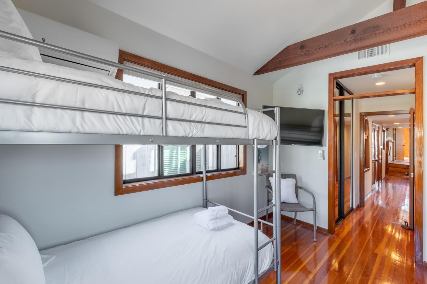 3834_Bayside_Walk_San_Diego_Airbnb_33