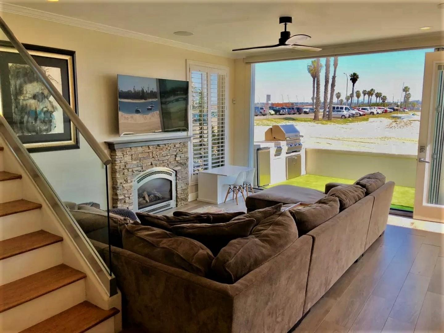 Mission_Beach_Vacation_Rental_Living_Room_03