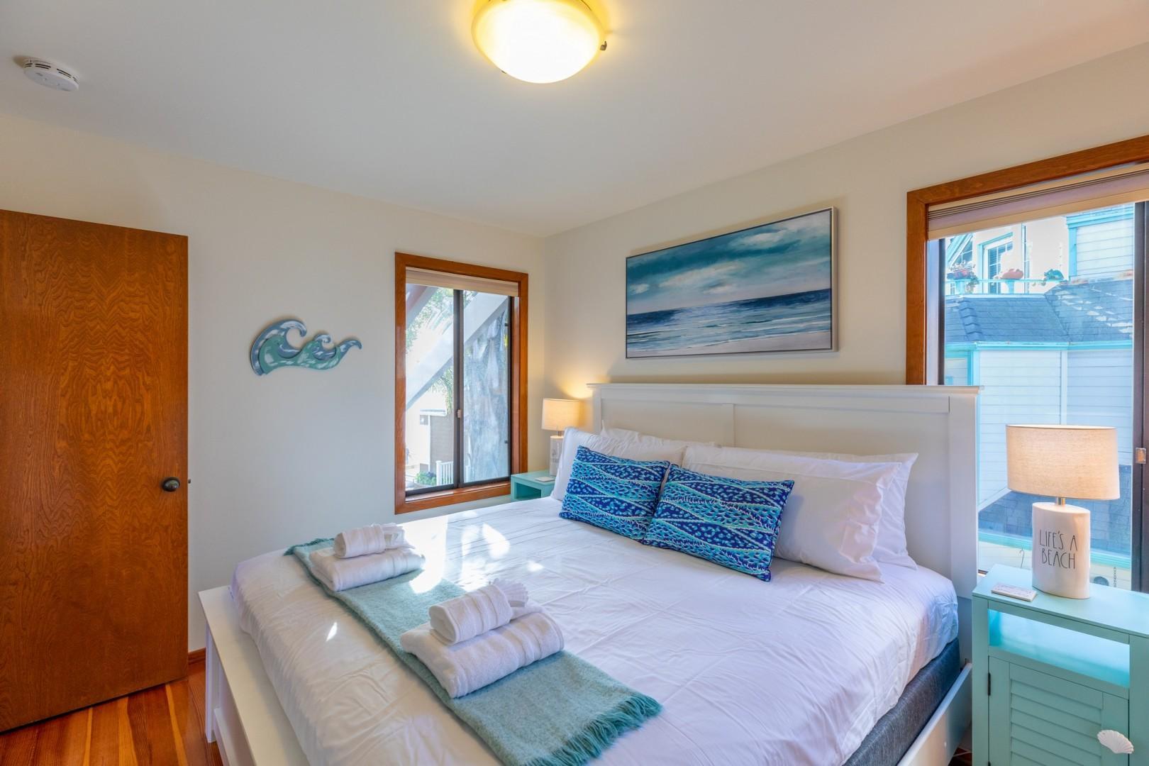 3834_Bayside_Walk_San_Diego_Airbnb_36
