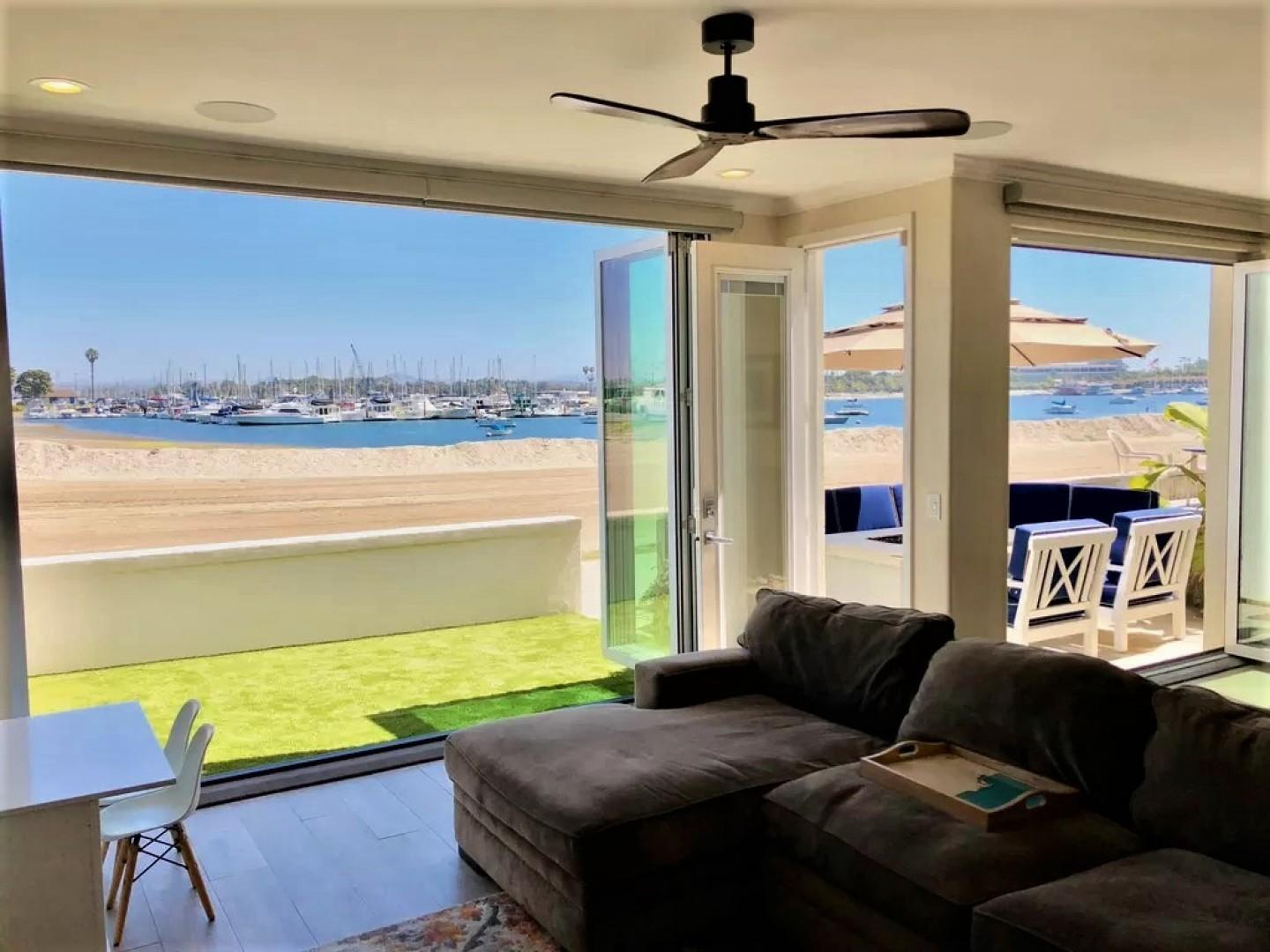Mission_Beach_Vacation_Rental_Living_Room_02