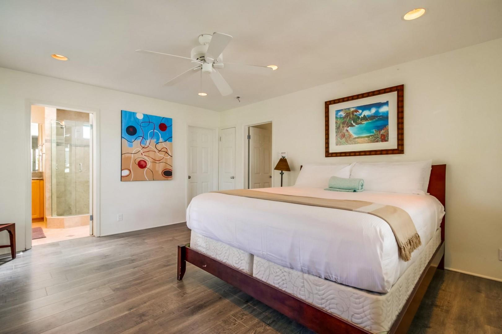 Primary suite with ceiling fan