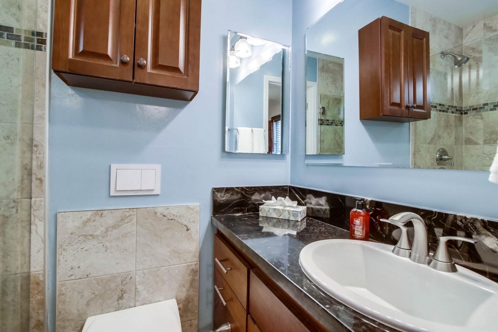 Bedroom 2 en-suite bath