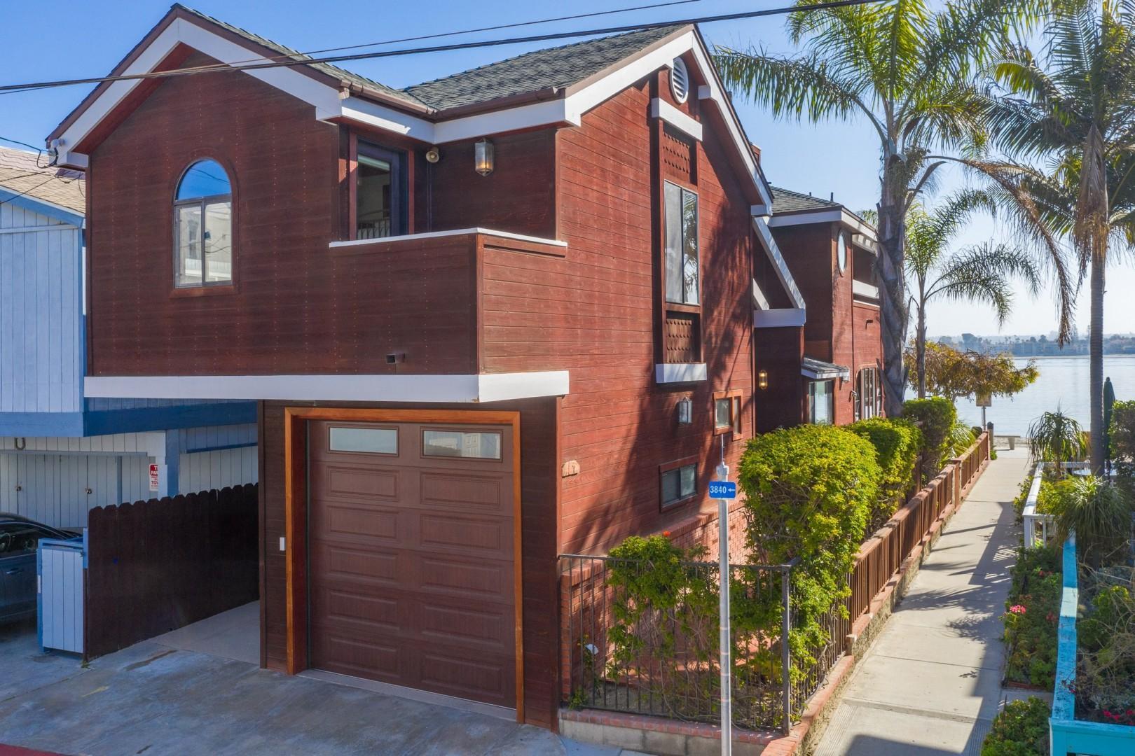 3834_Bayside_Walk_San_Diego_Airbnb_01