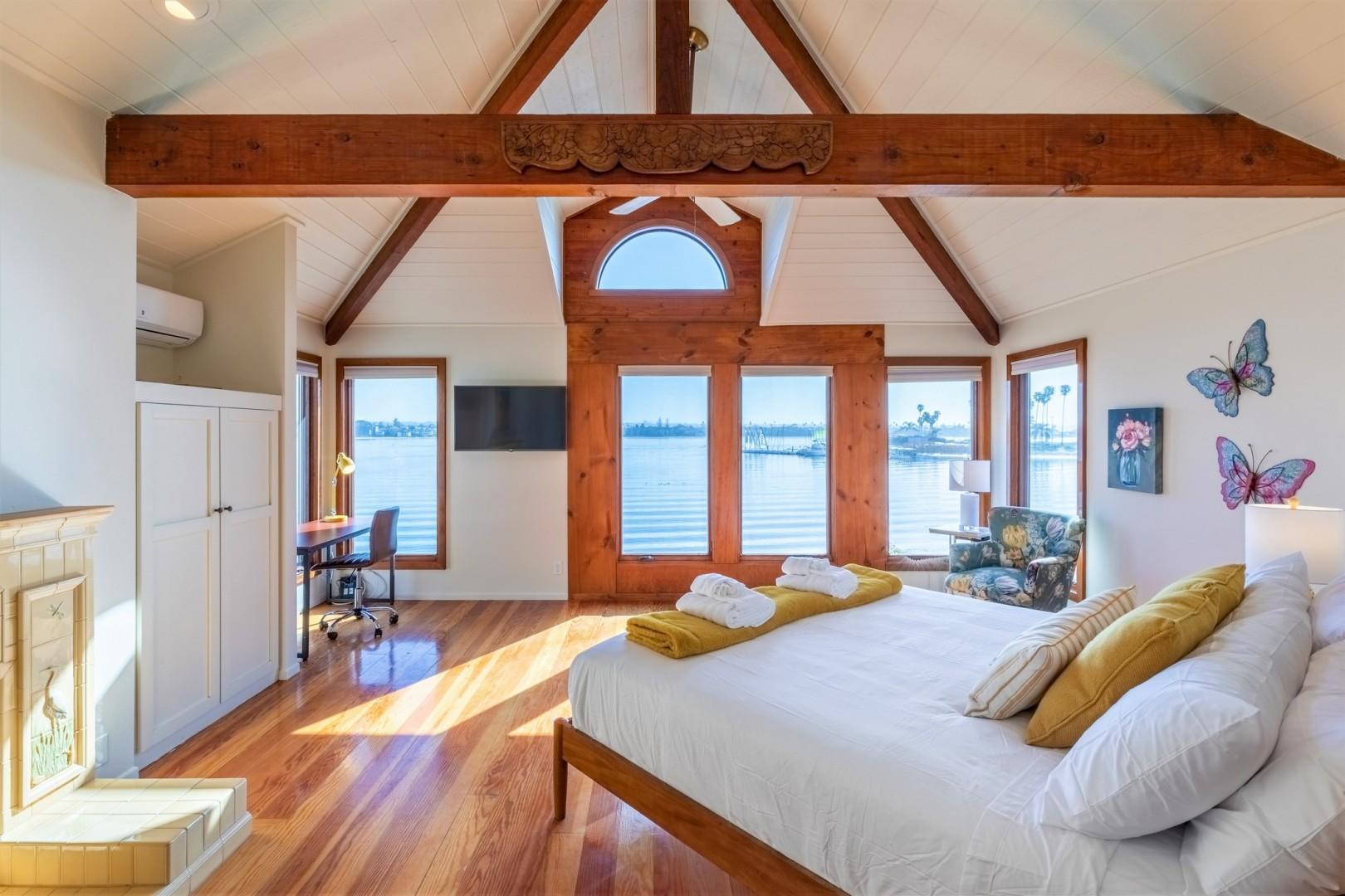 3834_Bayside_Walk_San_Diego_Airbnb_41