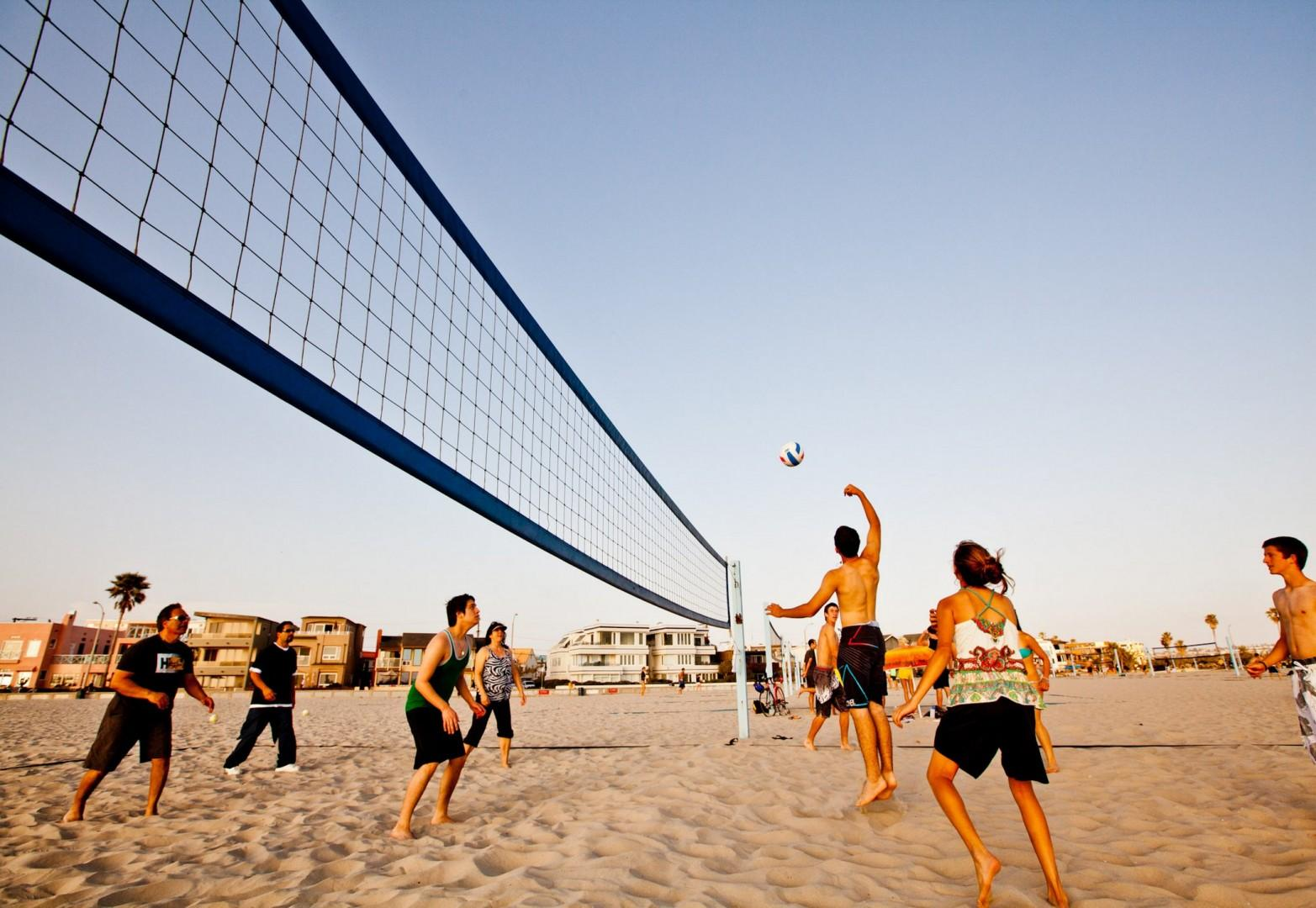 Mission_Beach_Beach_Volleyball_Family2