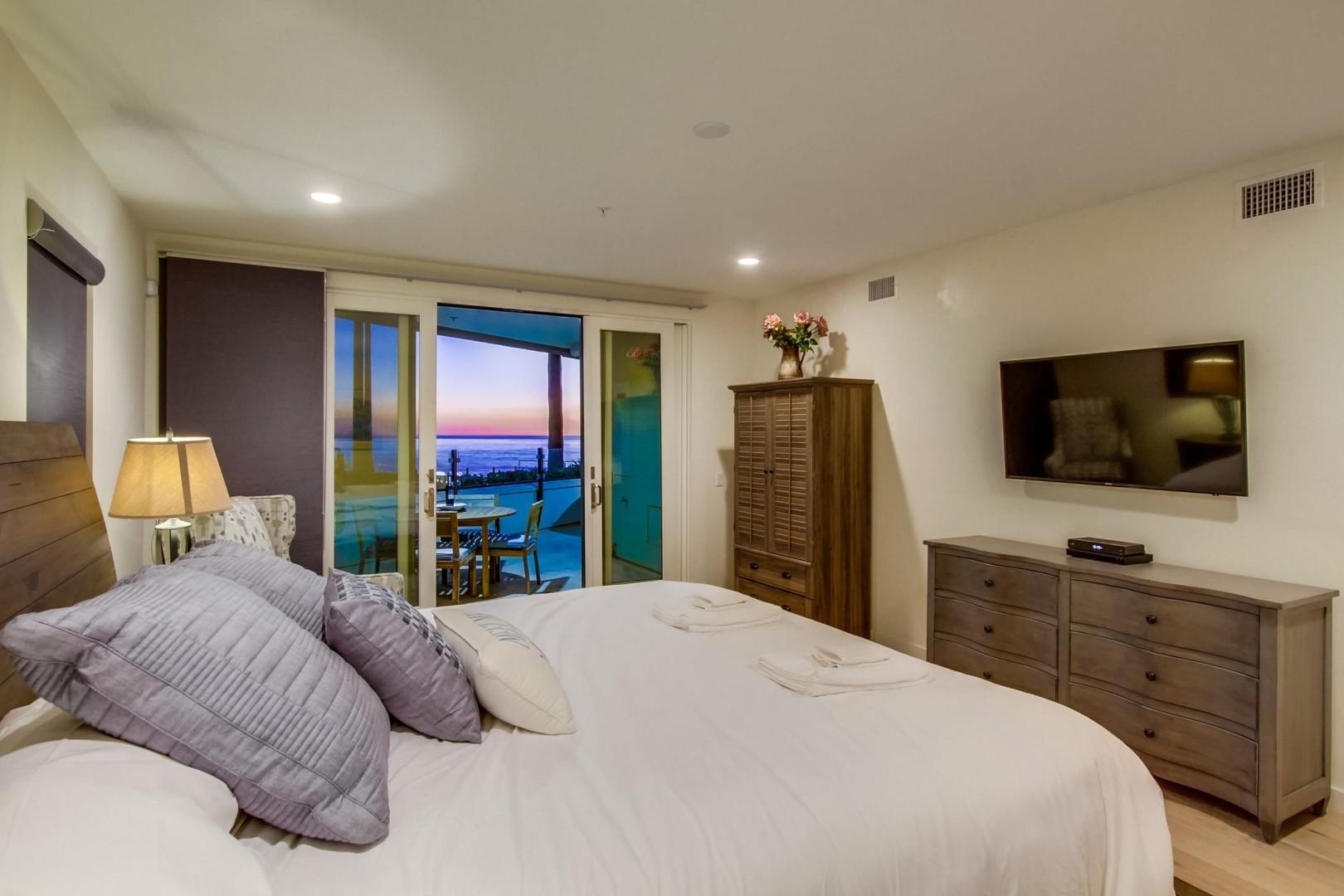 Master Suite with lie down ocean views