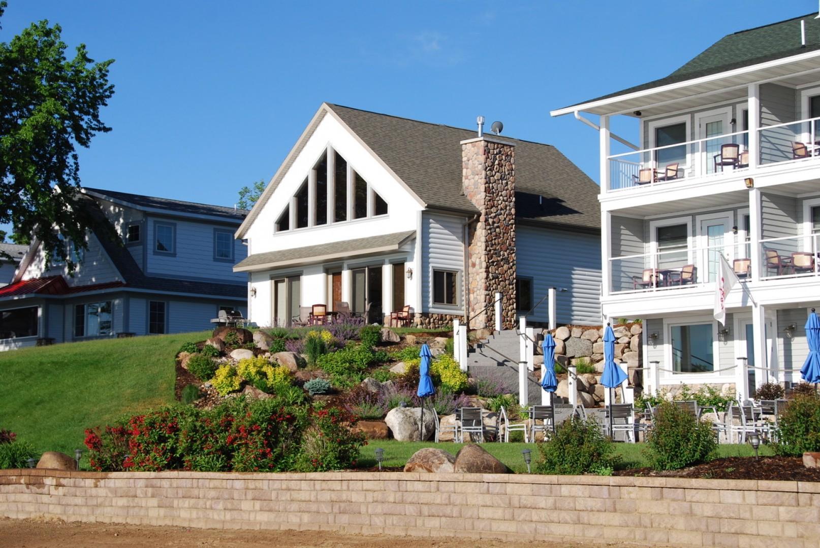 Lakeside Cottage 103