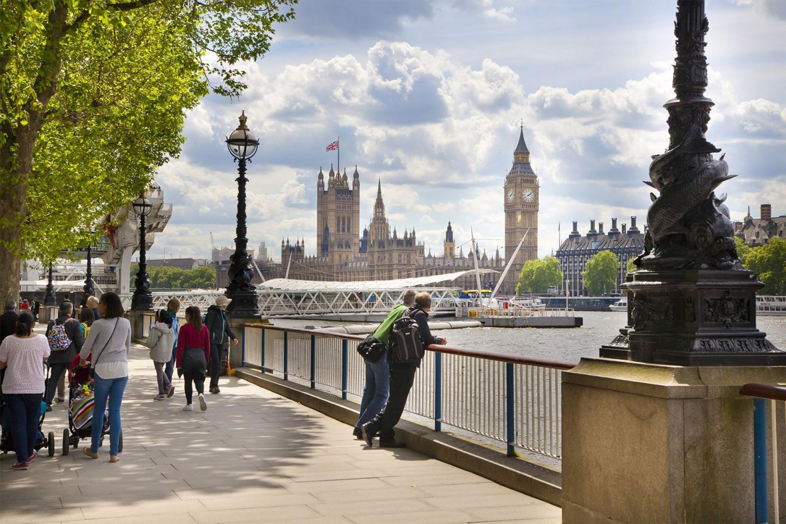 CMS-52-(Stroll along the Thames to see the London sights)-935531894-1508843824-thames-walkway-big-ben-distance