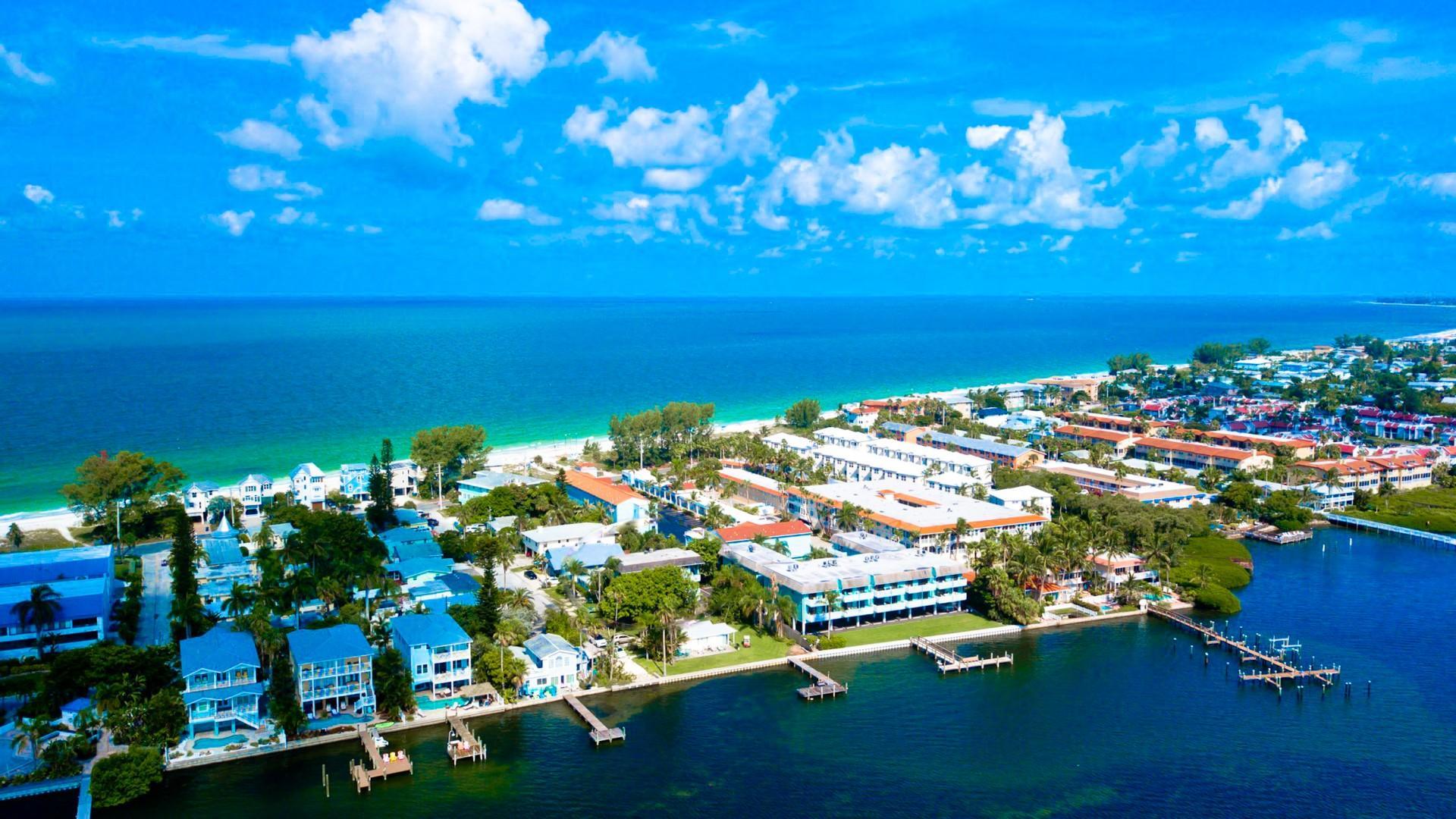 Anna Maria Island Beach Palms 8B