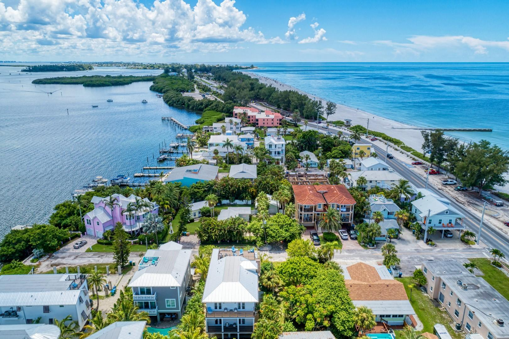 Cottage Haven-One Minute Walk To The Beach-Private Yards-Keyless Locks