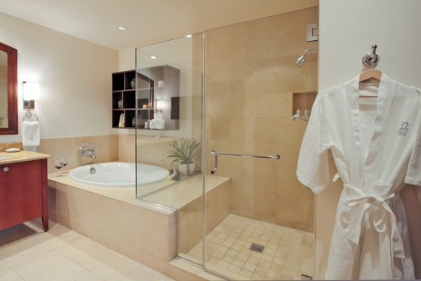 Wailea Beach Villa Penthouse 211- The Black Pearl
