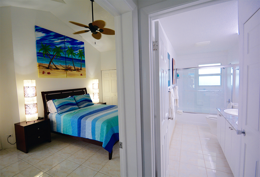 Cayman Reef Resort Guest Bedroom/Bath