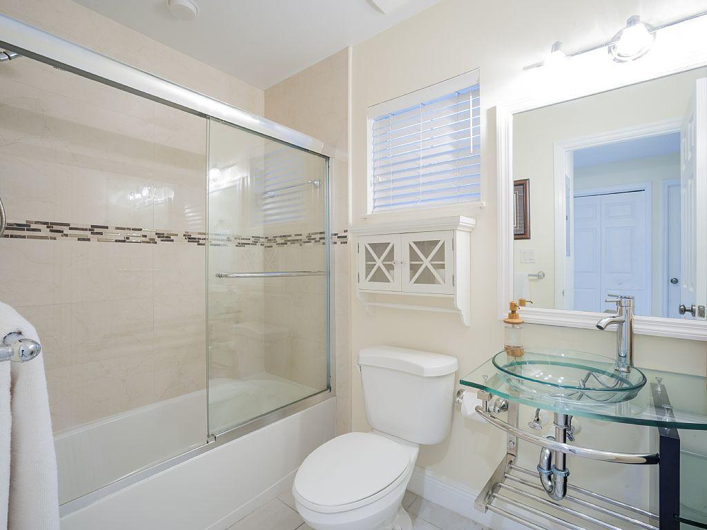Modern Guest Bathroom.