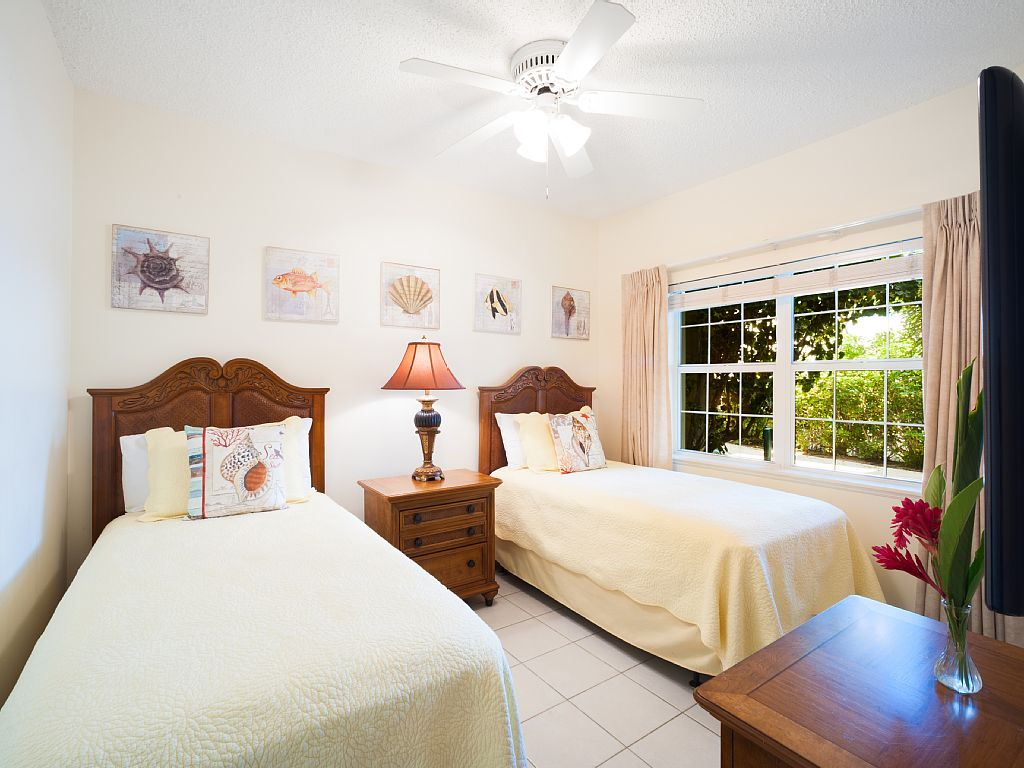 Twin Bedroom can be converted to King Bedroom.