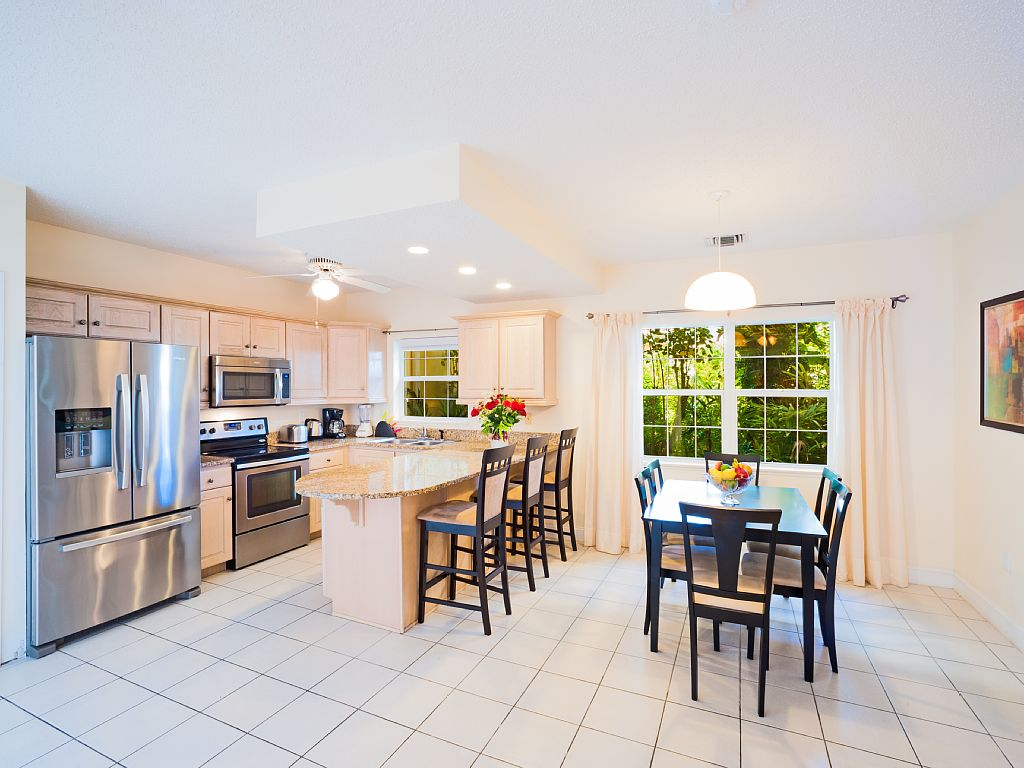 Modern Kitchen, Fully Stocked Kitchen with Dining Area.