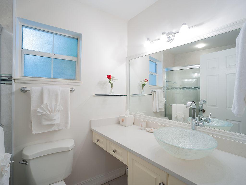 Ensuite Master Bathroom.