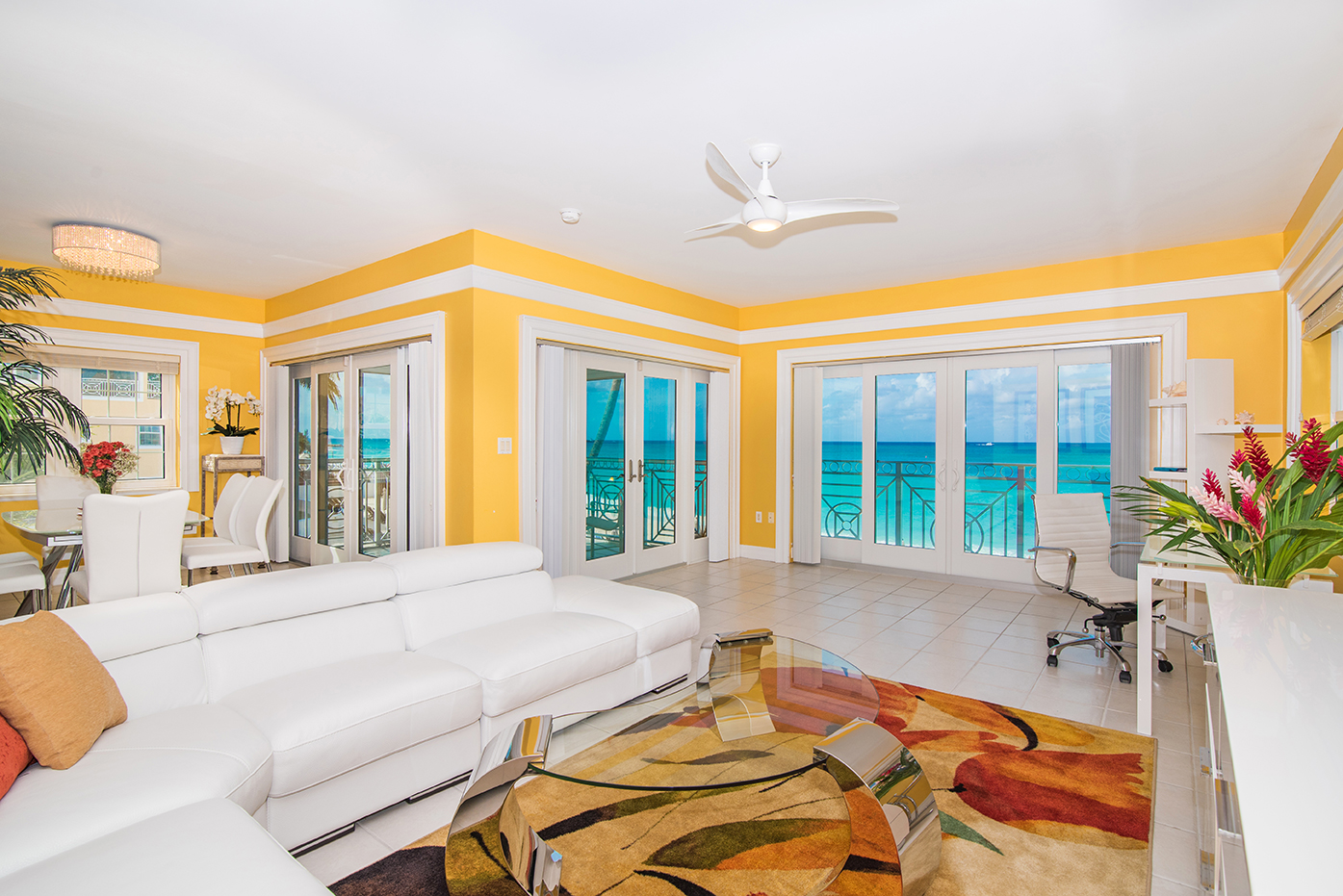 Regal Beach 624 Direct Oceanfront Living Area