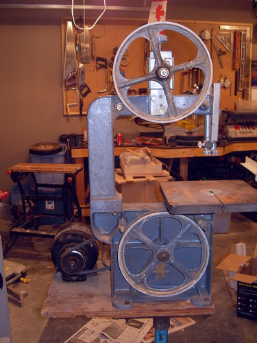 Rockwelldelta homecraft 10 bandsaw restoration 1 the beginning the saw has 100 of the original parts no replacements or cracked parts i was very fortunate as i doubt i would ever be able to find replacement parts for keyboard keysfo Choice Image