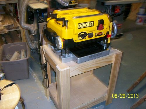 dewalt planer stand. i have since added a wheeled base from woodcraft. dewalt planer stand