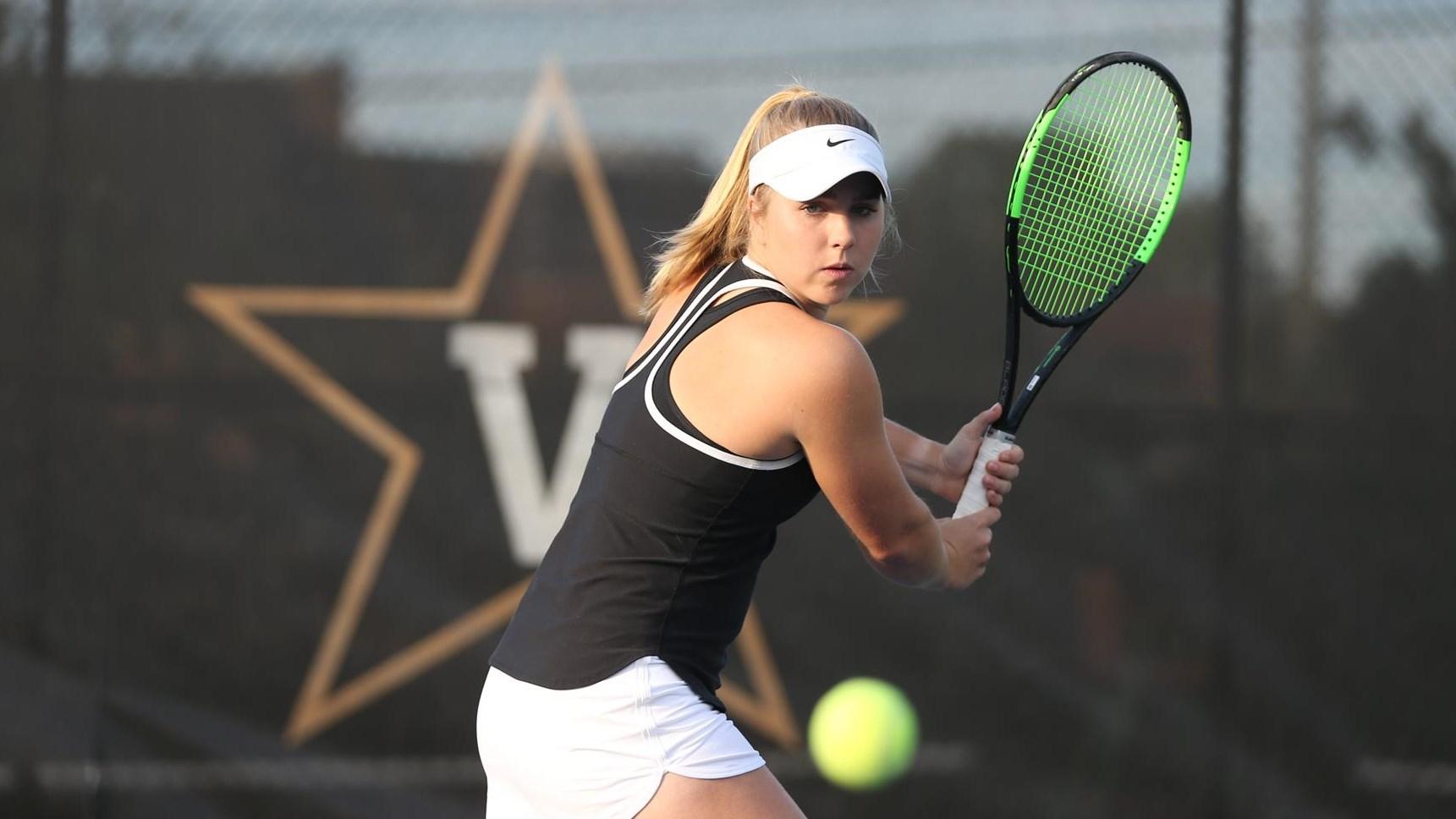 W. tennis Lauren Gish Action Shot