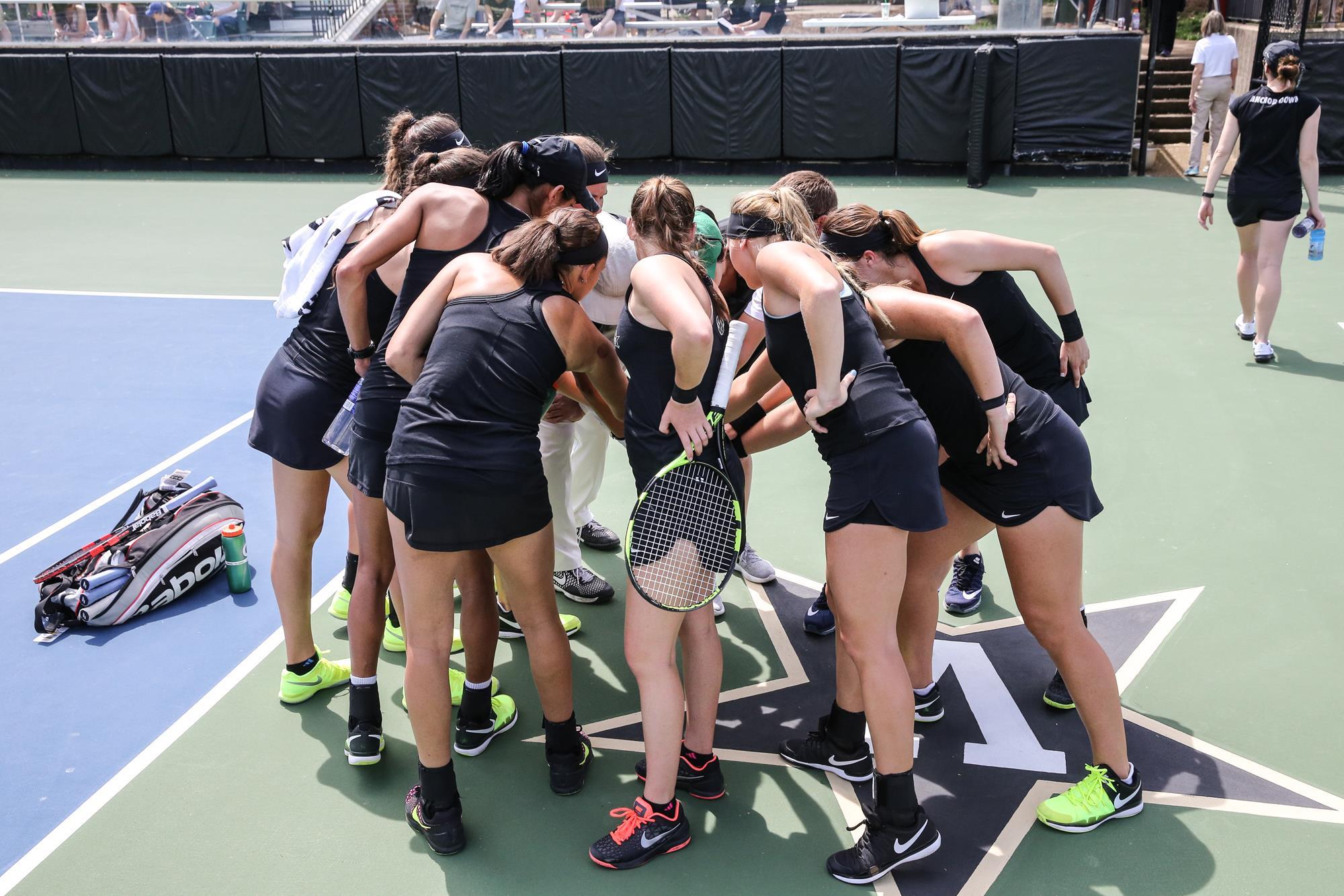 VU tennis team hudle