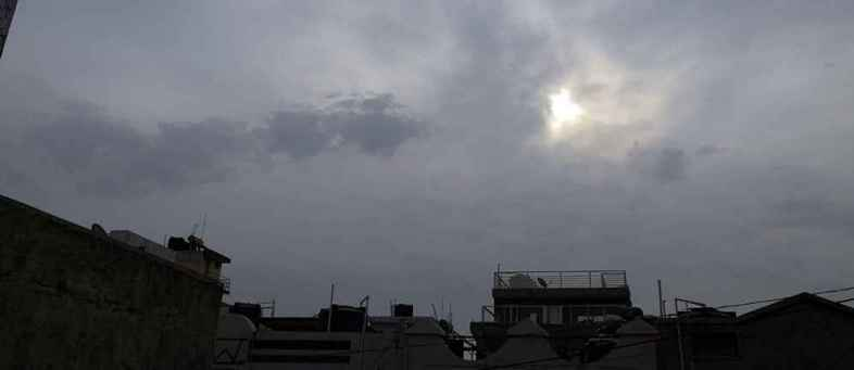 Thunderstorms in the Arabian Sea Sowing two boats in Rupen port warning of fishermen.jpg