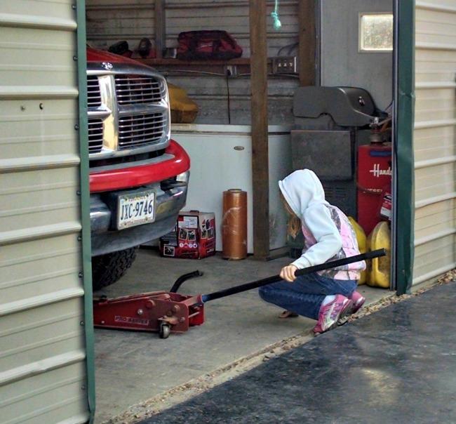 garage girl 05