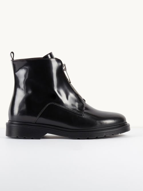 Leather boots with zip detailing