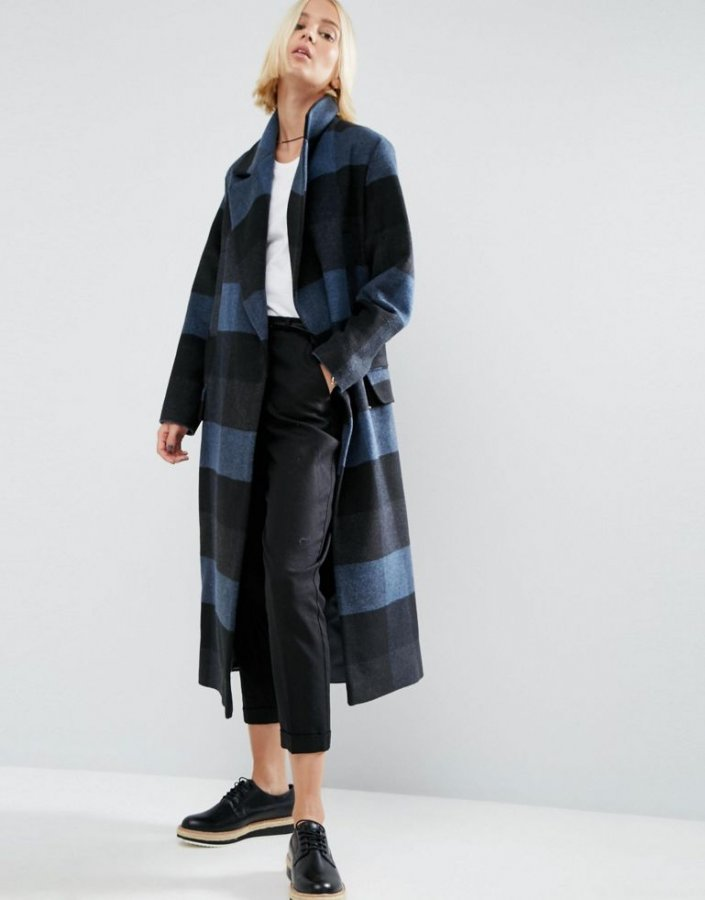 Coat in Oversized Check