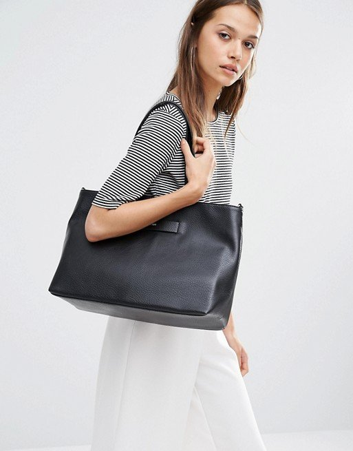 Lesada Tote Bag