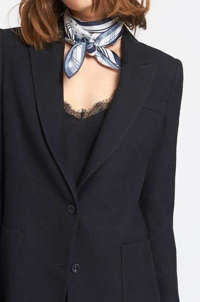 CLASSIC FIT BLAZER IN BLACK