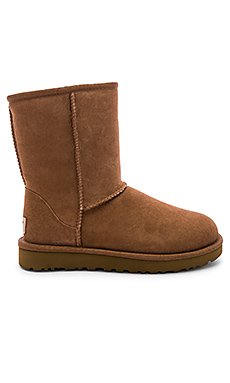 Classic Short II Boot                                             UGG