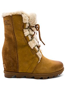 Joan of Arctic Wedge                                             Sorel