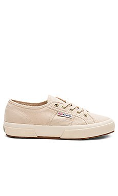 2750 Classic Sneaker                                             Superga