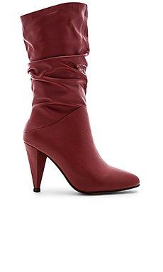 Coranne Boot                                             Alias Mae
