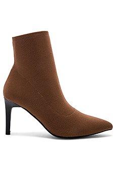 Ezra Boot                     Sol Sana