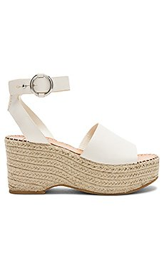 Lesly Wedge                     Dolce Vita
