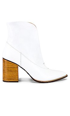 Scallop Ankle Bootie                     JAGGAR