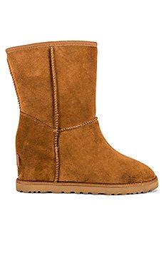 Classic Femme Short Boot                     UGG