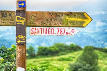 Signpost showing distance to Santiago