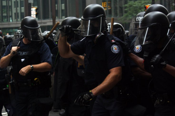 Photograph of Toronto police officers by katerkate