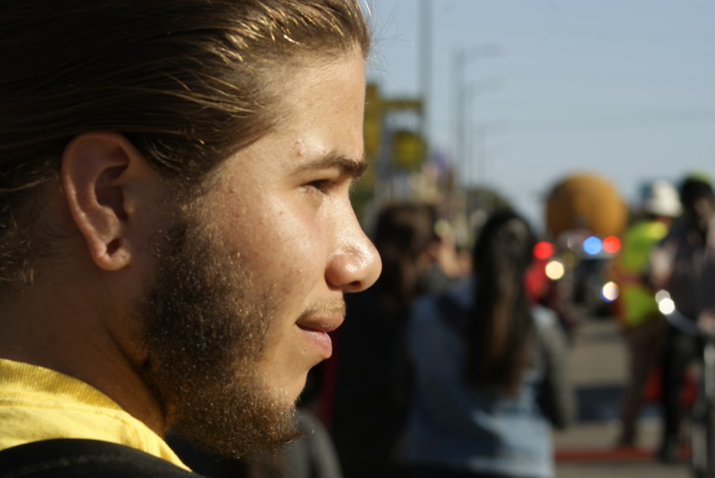 California Science Center volunteer Fernando Arzate, 17, listens to an onlookers question as ET-94 approaches. (Marisa Zocco / USC Annenberg Media)