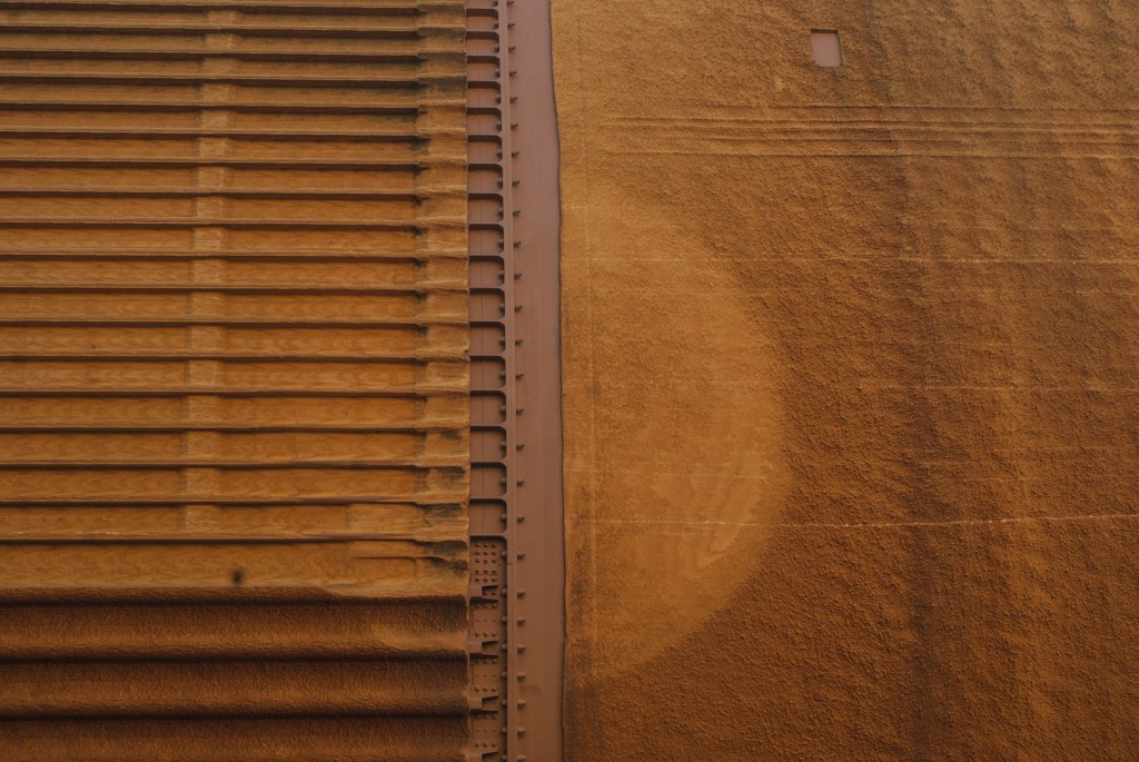 A close up on the foam coating of the external tank shows slight discoloration. (Marisa Zocco / USC Annenberg Media)
