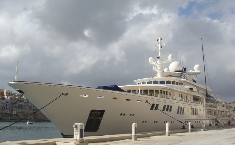 Paul Allen's Yacht Accidentally Damages Protected Coral Reef