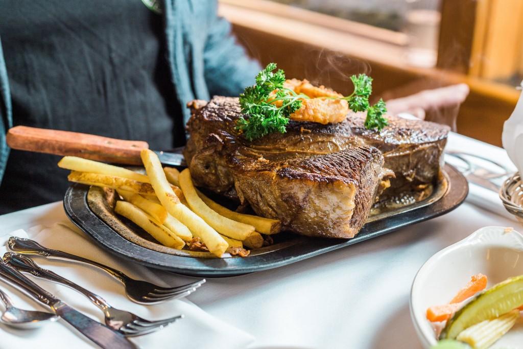 SaylersSteakhouse_steak_RachaelReneeLevasseur