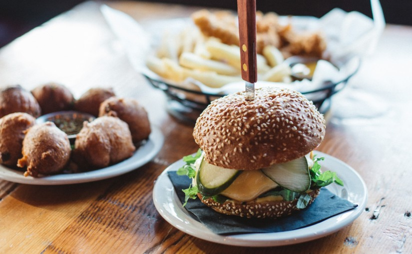 Here's Where to Get Great Happy Hour Burgers